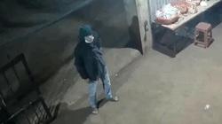 Chiếc quần jean có vết cắt tố cáo kẻ đâm chết chủ tiệm tạp hóa