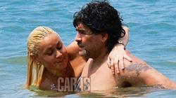 Sở thích tình dục quái dị của Maradona: Bắt người tình mặc đồ... cảnh sát