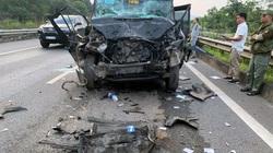 Xe limousine bẹp đầu vì đâm vào đuôi container trên cao tốc, 8 người nhập viện