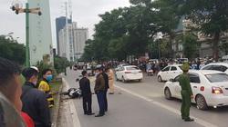 Hà Nội: Xe máy 'đấu đầu' nhau, 2 người thương vong