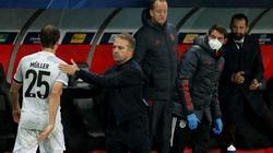 """Bayern """"đánh tennis"""" trước Salzburg, HLV Flick không hài lòng 1 điều"""