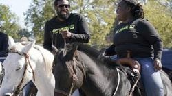 Cưỡi ngựa đi bỏ phiếu trong ngày bầu cử tổng thống Mỹ