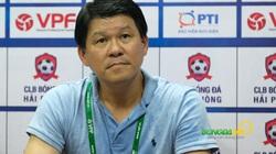 """HLV Sài Gòn FC nổi nóng khi bị hỏi chuyện """"dâng điểm"""" cho Hà Nội FC"""