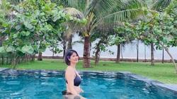 Hoa khôi bóng chuyền Kim Huệ như gái 18 tại bể bơi