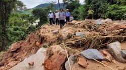 Bí thư, Chủ tịch tỉnh Bình Định Hồ Quốc Dũng thị sát điểm sạt lở nghiêm trọng ở miền núi