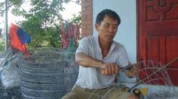 Hai vợ chồng ông nông dân tỉnh Thái Nguyên chỉ ngồi nhà đan bu úp gà cũng ra gần 1 triệu/ngày