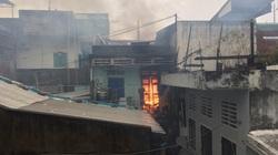Bình Định: Nhà dân bất ngờ bốc cháy giữa mùa bão lũ
