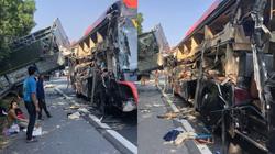 Xe khách nát vụn sau va chạm với xe tải, 4 người bị thương