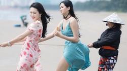 Thí sinh Hoa hậu Việt Nam 2020 mặc váy mỏng tang ra biển kéo lưới gây tranh cãi
