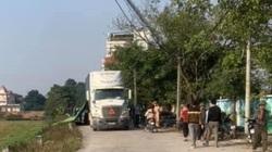 Hai chị em bị xe container lùi trúng tử vong trên đường đi học