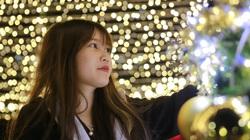 Loạt cây thông Noel khổng lồ thu hút giới trẻ tới check-in, chụp ảnh