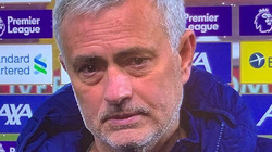Tottenham thua Liverpool của Klopp, HLV Mourinho... bật khóc