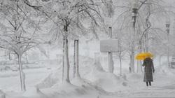 """Bão tuyết dày hơn 60 cm """"nhấn chìm"""" New York"""