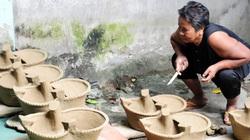 """An Giang: Về Bảy Núi xem các """"cao nhân"""" làng gốm Phnôm Pi làm nồi đất, khuôn bánh bằng tay"""