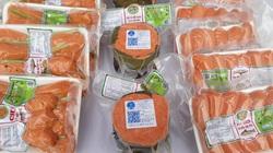 Sa Pa: Làm giò, chả từ loài cá có thịt đỏ au, ai nhìn cũng muốn mua ngay về ăn thử