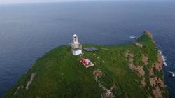 Sóng lớn ập vào đảo cuốn mất tích 2 nhân viên trạm hải đăng
