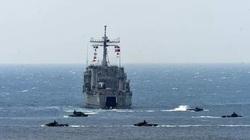 """Tàu chiến Đài Loan """"'đứng gác"""" khi tàu sân bay Trung Quốc áp sát hòn đảo"""