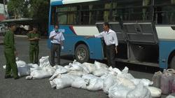 An Giang: Bắt giữ gần 1.700 kg huyết heo không rõ nguồn gốc trên xe khách