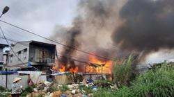 Sau tiếng nổ lớn, 4 căn nhà cháy rụi