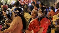 Sài Gòn: Đường tắc nghẽn vì người dân nô nức đi chơi Giáng sinh