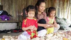 Hậu Giang: Khen thưởng gia đình sinh 2 con đều là gái