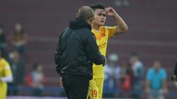 Thầy Park trao đổi riêng với Quang Hải trước trận tái đấu giữa đội tuyển Việt Nam - U22 Việt Nam