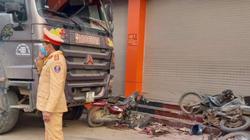 Kinh hoàng xe ben nổ lốp đâm liên hoàn 3 xe máy, 1 phụ nữ bị cuốn vào gầm