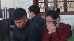 Phút trùng phùng đẫm nước mắt khi gặp con thơ tại toà của cặp vợ chồng rủ nhau vào tù vì ma tuý