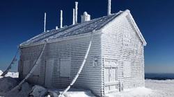 Cùng đến đỉnh núi tuyết phủ quanh năm, thời tiết lạnh giá ngang Everest