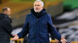 Tottenham bị hoãn trận gặp Fulham, Mourinho mỉa mai BTC Premier League
