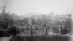 Cảnh tượng lạ ở lăng Gia Long năm 1898