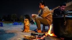 ẢNH-CLIP: Lạnh tê tái, đốt lửa sưởi ấm giữa phố Hà Nội trong đêm