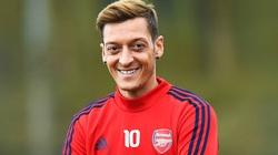 """Clip: 30 pha bóng khó tin của """"Ông vua kiến tạo"""" Mesut Ozil"""
