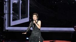 NSƯT Hồng Vy được con trai làm điều này trong đêm nhạc đặc biệt khiến khán giả bật khóc
