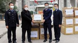 Hà Giang: Trao tặng khẩu trang tăng tình hữu nghị