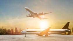 """Dịch Covid-19 """"thổi bay"""" 110 tỷ USD doanh thu hàng không, nền kinh tế cũng yếu theo"""