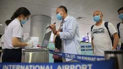 Sinh viên ĐH Y được tăng cường đến sân bay lấy mẫu xét nghiệm Covid-19