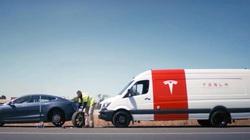 Tesla cung cấp dịch vụ 'không chạm' thời Covid-19