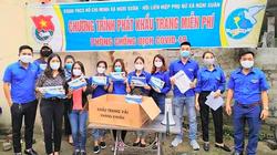 Nghệ An: Tiểu thương ở chợ bất ngờ nhận quà chống dịch Covdi-19