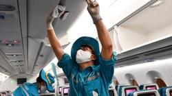Cận cảnh phun khử trùng máy bay chở khách khi dịch Covid-19 lan rộng