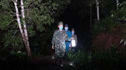 """Ảnh: Bộ đội biên phòng """"ăn lán, ngủ rừng"""" chống dịch Covid-19"""