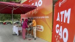 """Cây """"ATM gạo"""" miễn phí ở Hà Nội hỗ trợ người dân gặp khó khăn trong mùa dịch Covid-19"""