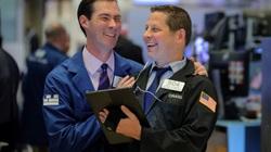 Dow Jones tăng 260 điểm cùng kỳ vọng Mỹ cắt giảm sản lượng dầu