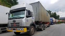 Chống Covid-19: Trung Quốc lập đội lái xe chuyên trách tại cửa khẩu