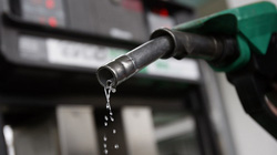 Giá xăng tăng trở lại sau 8 kỳ giảm sâu kỷ lục