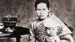 Hoàng hậu Thái Lan chết đuối vì... không ai được chạm vào người