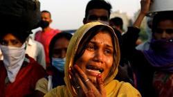 Người Ấn Độ tuyệt vọng muốn trở về nhà sau khi tàu hỏa hoạt động trở lại