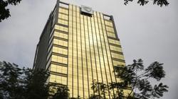 """Tòa nhà """"dát vàng"""" phản quang gây chói mắt người đi đường"""
