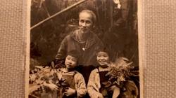 Điều chưa kể về bức ảnh Bác Hồ và hai bé thiếu nhi của nghệ sĩ Đinh Đăng Định
