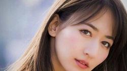 Đơ người vì vòng 1 nhỏ xinh của nhà báo sexy nhất Nhật Bản